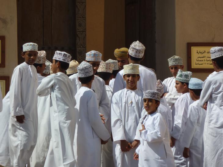 Omanische Schuljungen in Nizwa; Foto: Anne Allmeling