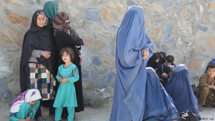 Afghanische Frauen und Kinder; Foto: Deutsche Welle