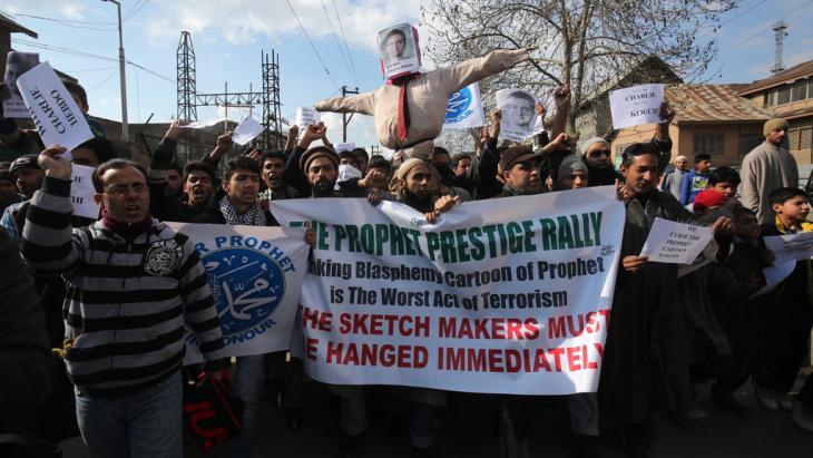 Proteste radikaler Islamisten gegen Charlie Hebdo in Kashmir; Foto: picture-alliance/F. Khan