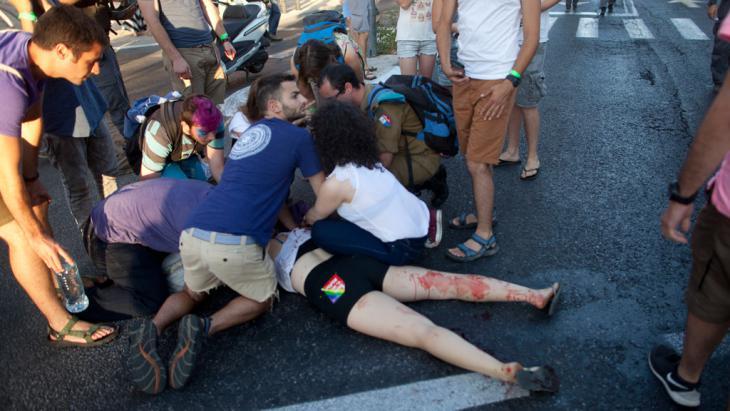 Ultraorthodoxer greift Teilnehmer der Gay Pride in Jerusalem mit einem Messer an; Foto: Lior Mizrahi/Getty Images