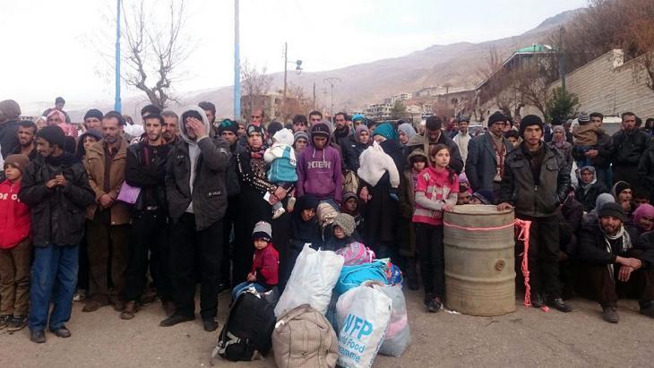 Einwohner von Madaja warten auf die Ankunft internationaler Hilfskonvois; Foto: Getty Images/AFP/Stringer