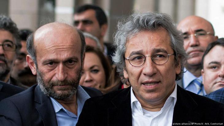 Die Journalisten Can Dündar und Erdem Gül; Foto: Cumhuriyet