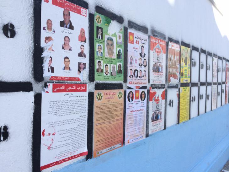 Wahlplakate verschiedener tunesischer Parteien; Foto: Christina Omlin