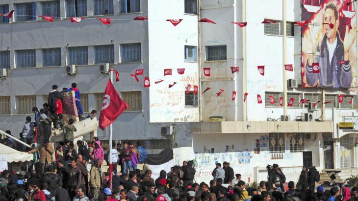 Versammlung zum fünften Jahrestag der tunesischen Ausschreitungen; Foto: pe-alliance/AP Phicturoto/H. Dridi