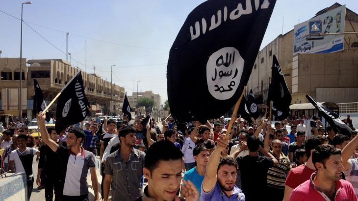 Der IS feiert sein einjähriges Bestehen in Mossul; Foto: picture-alliance/AP