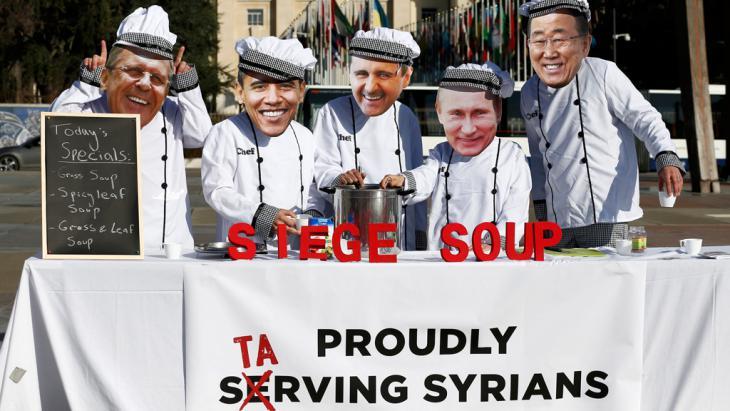 Aktivisten protestieren gegen die Syriengespräche in Genf; Foto: Reuters/D. Balibouse
