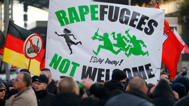 Pegida-Demonstranten in Köln; Foto: Reuters/W.Rattay