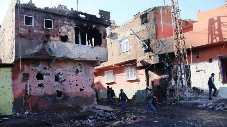 Zerstörungen durch den Militäreinsatz in der Kurdenmetropole Diyarbakir; Foto: Murat Bayram