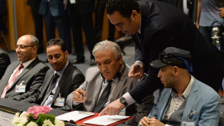 Politische Parteien in Libyen stimmen UN-Friedensplan am 11. Juli 2015 zu; Foto: F. Senna/AFP/Getty Images