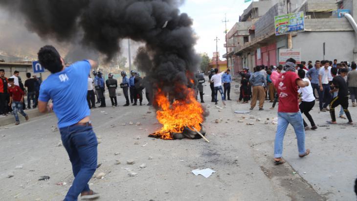 Proteste gegen Barzani in Suleimanija am 10. Oktober 2015; Foto: picture-alliance/AA/F. Ferec