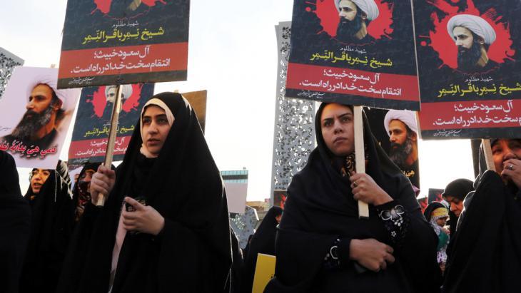 Proteste in Teheran gegen die Hinrichtung des schiitischen Geistlichen Nimr al-Nimr in Saudi-Arabien; Foto: Getty Images/AFP/A. Kenare