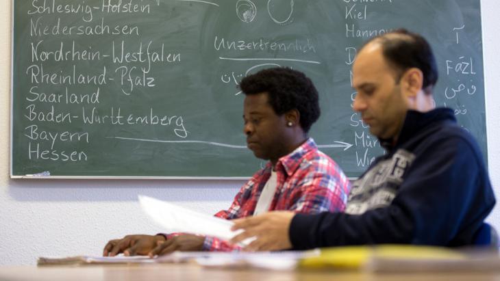 Deutschunterricht für Flüchtlinge und Asylbewerber im Landkreis Märkisch-Oderland (Brandenburg); Foto: picture alliance/ZB/P. Pleul