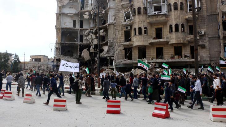 Proteste gegen Assad im Viertel Tarik al-Bab in Aleppo, Foto:  picture alliance/abaca/AA