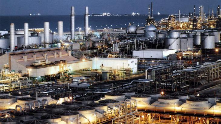 Erdölraffinerie bei Dhahran an der Ostküste Saudi-Arabiens; Foto: picture-alliance/epa