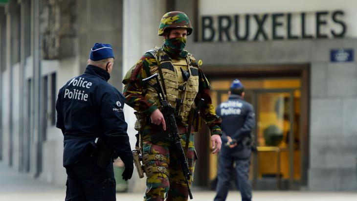Militär und Polizei vor dem Hauptbahnhof von Brüssel nach den Anschlägen vom 22.03.2016; Foto: Getty Images/AFP/E.Dunand