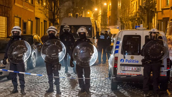 Polizeieinsatz im belgischen Molenbeek am 18. März 2016; Foto: AP/Geert Vanden Wijngaert