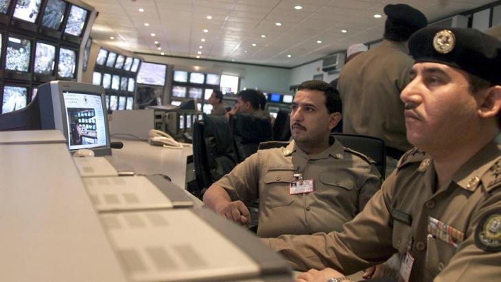 Saudische Sicherheitsbeamte kontrollieren die heiligen Stätten in Mekka und seiner Umgebung; Foto: picture-alliance/dpa/Qabalan
