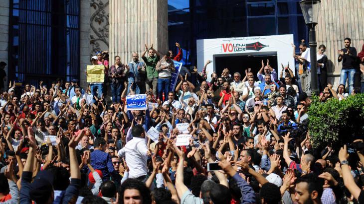 Proteste gegen die Übergabe von zwei Inseln an Saudi-Arabien in Kairo; Foto: Reuters/A. Dalsh