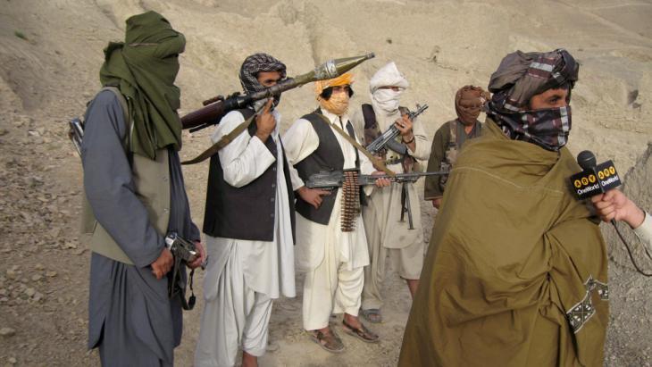 Taliban-Kämpfer in der afghanischen Provinz Helmand; Foto: picture-alliance/dpa