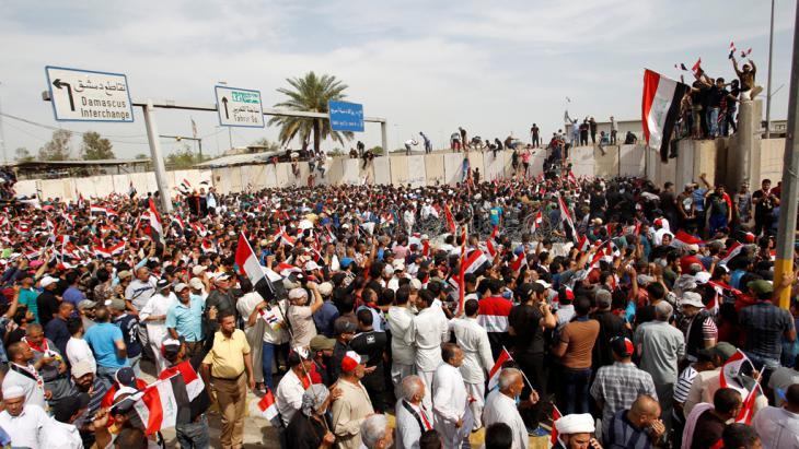 Anhänger Muktada al-Sadr in Bagdads Grüner Zone; Foto: Reuters/K. al Mousily