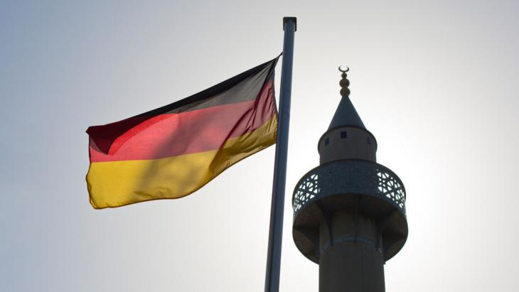 Symbolbild Islam in Deutschland; Foto: picture-alliance/Frank Rumpenhorst