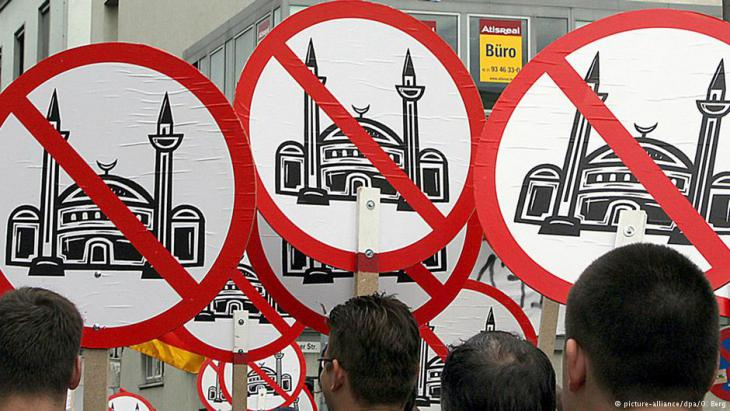Right-wing populists bearing anti-mosque banners in Cologne