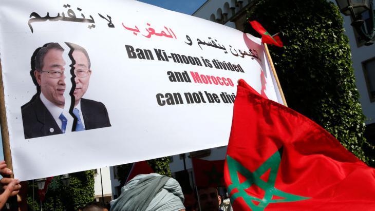 Proteste gegen UN-Generalsekretär Ban Ki Moon im vergangenen März in Rabat; Foto: picture-alliance/AP/A. Bounhar
