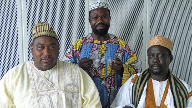 Mitglieder des Tijanyya-Sufi-Ordens aus dem Senegal; Foto: DW/C. Dehn