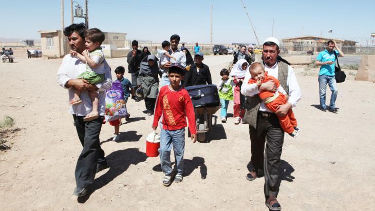 Abschiebung afghanischer Flüchtlinge aus dem Iran an der iranisch-afghanischen Grenze in Herat; Foto: picture-alliance/Ton Koene