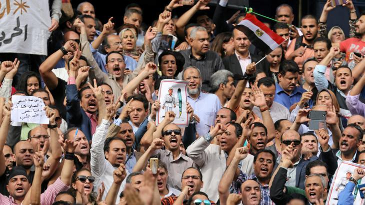 Ägyptens Journalisten protestieren am 4. Mai 2016 gegen die Festnahme zweier Kollegen in Kairo; Foto: Reuters