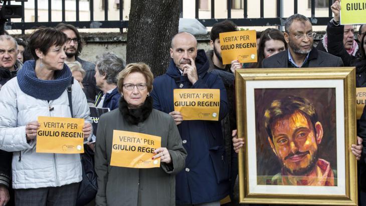 """""""Wahrheit für Giulio Regeni!"""" - Proteste vor der ägyptischen Botschaft in Rom; Foto: picture-alliance/dpa/M. Percossi"""