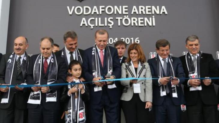Staatspräsident Recep Tayyip Erdoğan bei der Beşiktaş-Stadioneröffnung im April 2016; Foto: Reuters