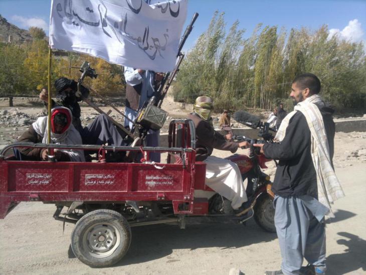 Nagieb Khaja mit Kämpfern der Taliban in der Provinz Helmand province, Foto: Nagieb Khaja