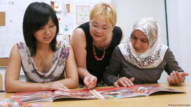 Teilnehmerinnen  in einem Deutschkurs. Foto: dpa /Picture Alliance