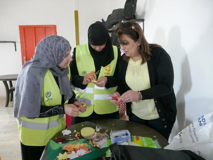 Freiwillige Helfer im Flüchtlingscamp Azraq; Foto: Dana Ritzmann