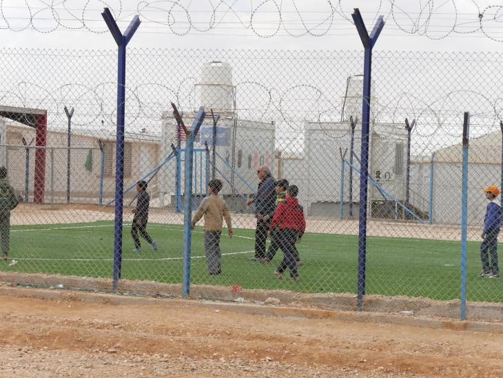 Refugee children playing football in Azraq (photo: Dana Ritzmann)
