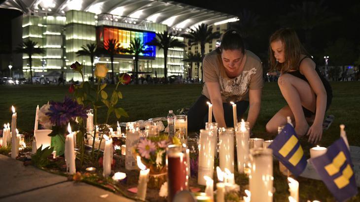 Trauer um die Opfer von Orlando; Foto: Getty Images/AFP/ M. Ngan