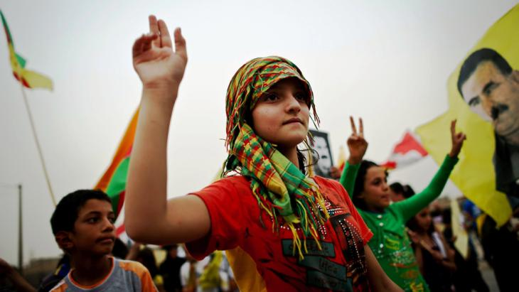 Junge Anhänger der PKK; Foto: AP