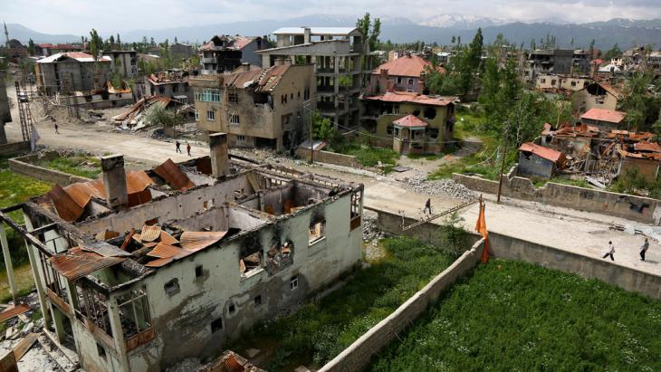 Zerstörungen nach den Kämpfen zwischen türkischer Armee und Kurden in Yüksekova; Foto: Reuters/S. Kayar