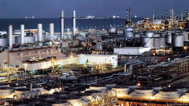 Erdölraffinerie; Foto: DW