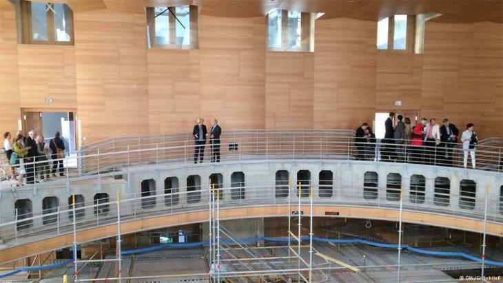 Der vom amerikanischen Architekten Frank Gehry entworfene Konzertsaal der Akademie im Herzen Berlins. Foto: DW