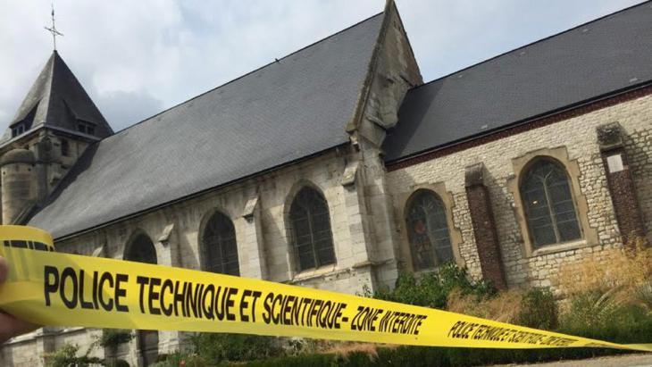 Tatort des Grauens: die katholische Kirche in Saint-Etienne-du-Rouvray; Foto: picture-alliance/dpa