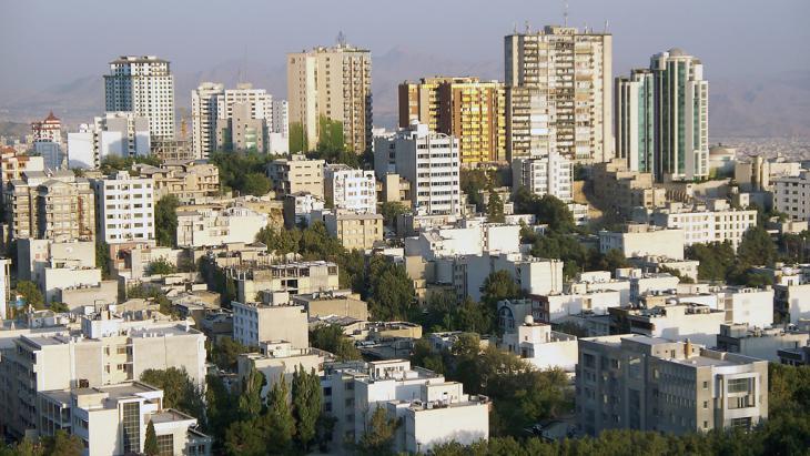 Blick auf Hochhäuser in Teheran; Foto: Stefan Baum/Fotolia