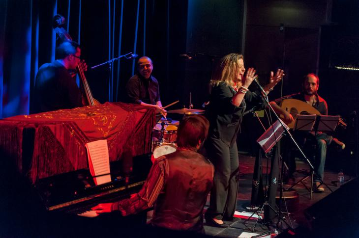 Reem Kelani live at the Tabernacle; Foto: Christopher Scholey