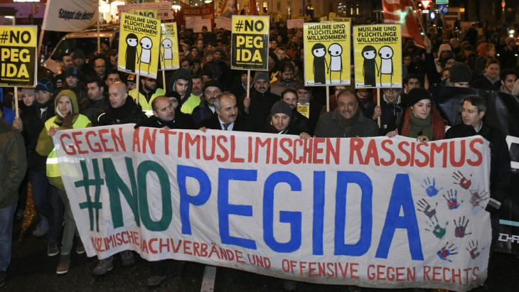 Protest gegen PEGIDA: Demonstration in Wien am 2.2.2015; Foto: picture-alliance/APA/Herbert P. Oczeret
