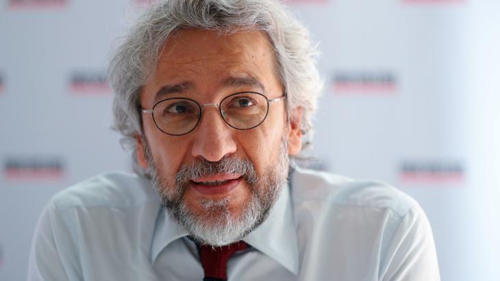 """Der türkische Journalist und ehemalige Chefredakteur der türkischen Zeitung """"Cumhuriyet"""", Can Dündar, Foto: picture alliance/dpa/K. Nietfeld"""
