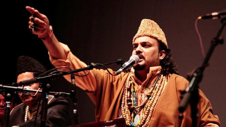 Amjad Sabri während eines Konzerts in Ungarn; Foto: Daniel Zafir