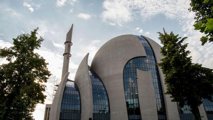 Die DiTiB-Zentralmoschee in Köln; Foto:Getty Images/AFP/M. Hitij