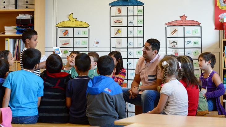 Islamischer Religionsunterricht in deutschen Schulen; Foto: picture-alliance/dpa/R. Holschneider