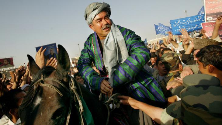 General Abdul Rashid Dostum während einer Wahlkampagne in Kabul; Foto: Getty Images/P. Bronstein